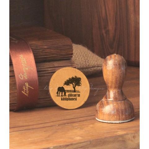 Çiftlikte Ağaç ve At Damgası